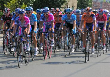 OFERTA DE TRABAJO. Equipo ciclista de categoría nacional busca masajista deportivo.